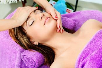 Как правильно делать массаж шеи изоны декольте?