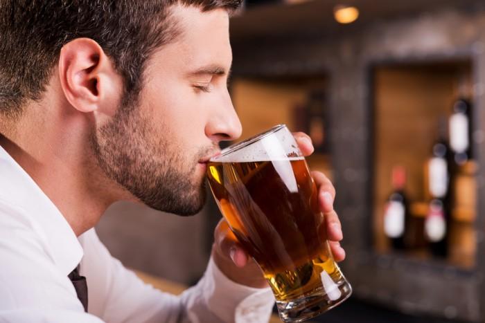 Почему от пива растет живот у мужчин и женщин